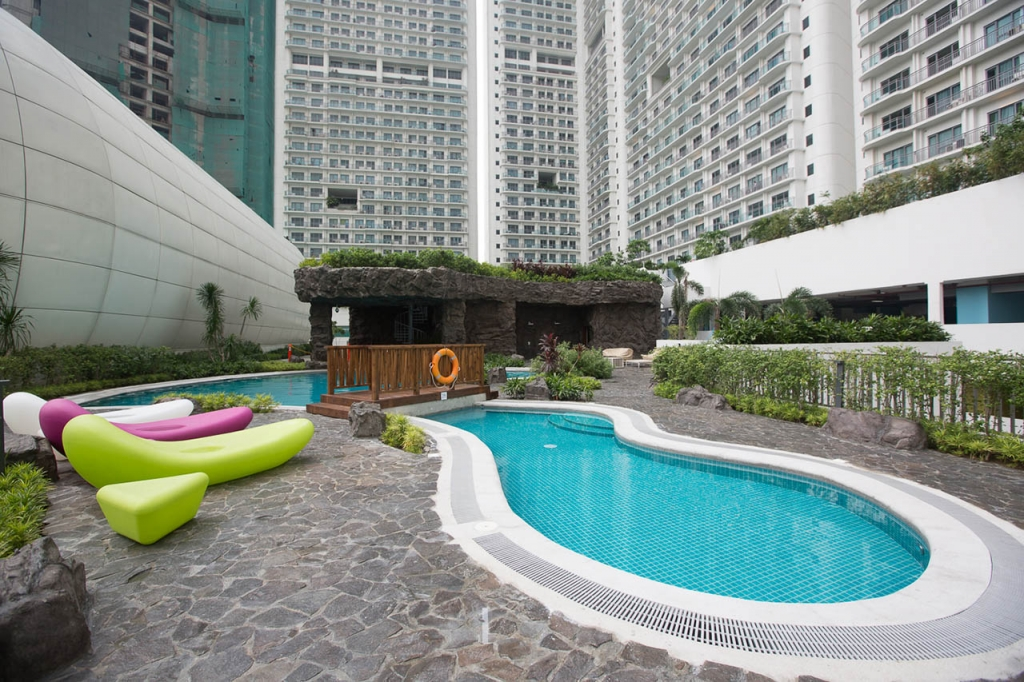 lap pool at acqua private residences
