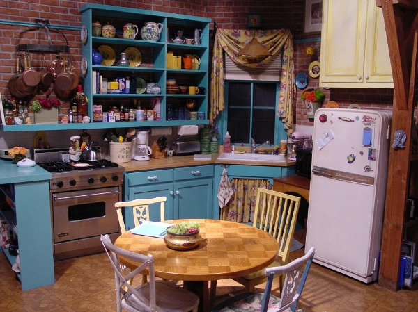 kitchen design in monica's apartment from friends